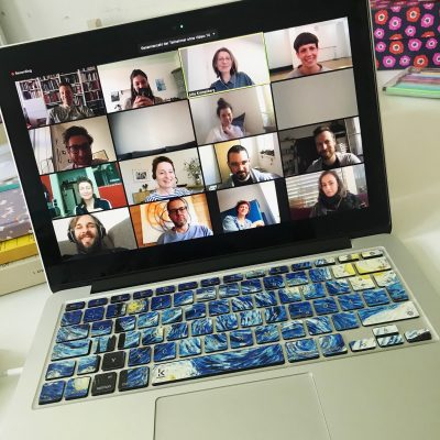 IGFT goes online, Laptop mit Menschen bei einer Videokonferenz